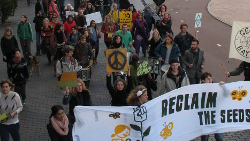 Luid protest bij pesticidecongres Cropworld Global