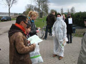 2010march-CSIU-inspects-visitors-475